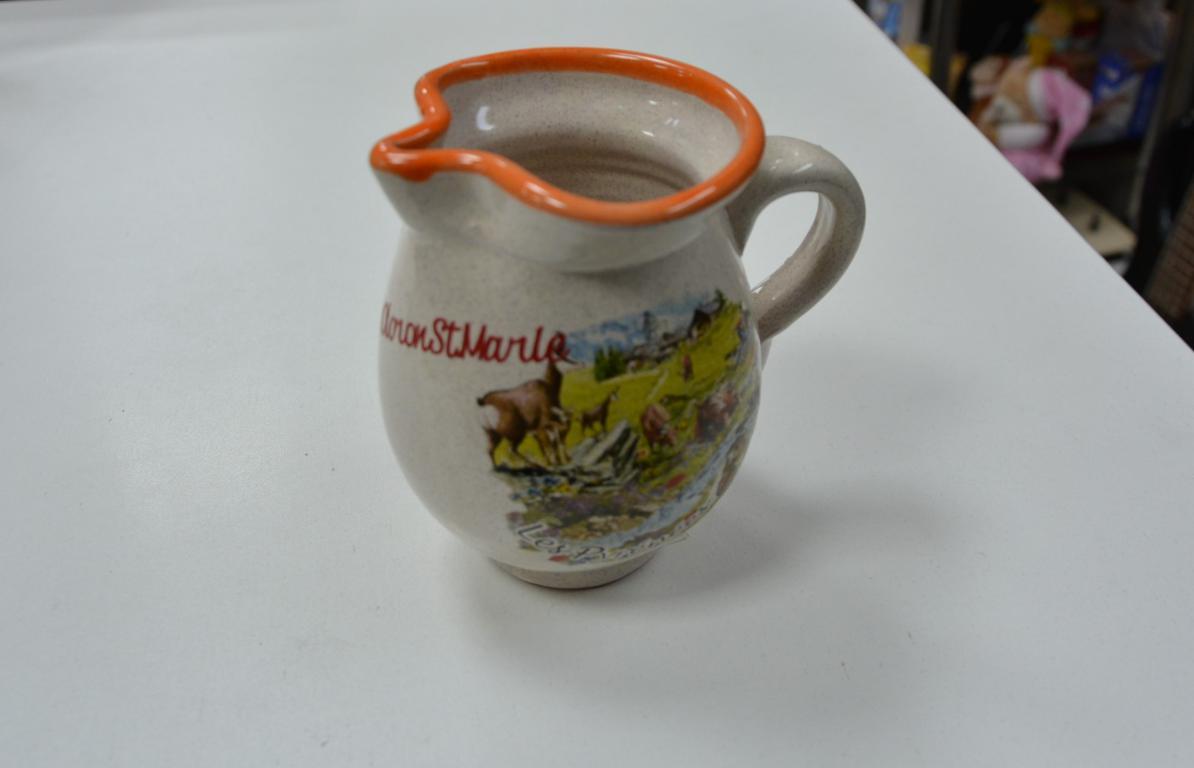 cruche-eau-lait-anse-bec-verseur
