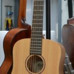 guitare-de-voyage-folk-trois-quart-cort